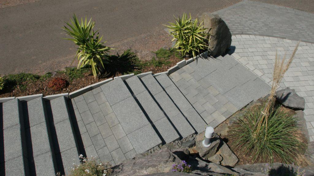 beton blockstufen in farbe grau granit