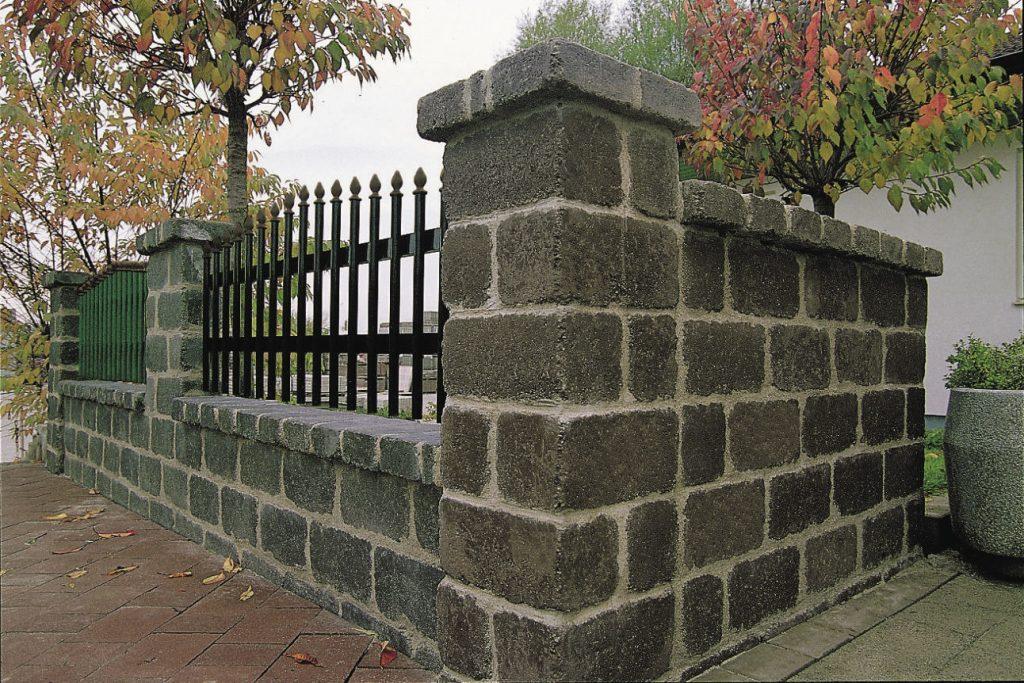 stein für gartenmauer mit zaunfelder