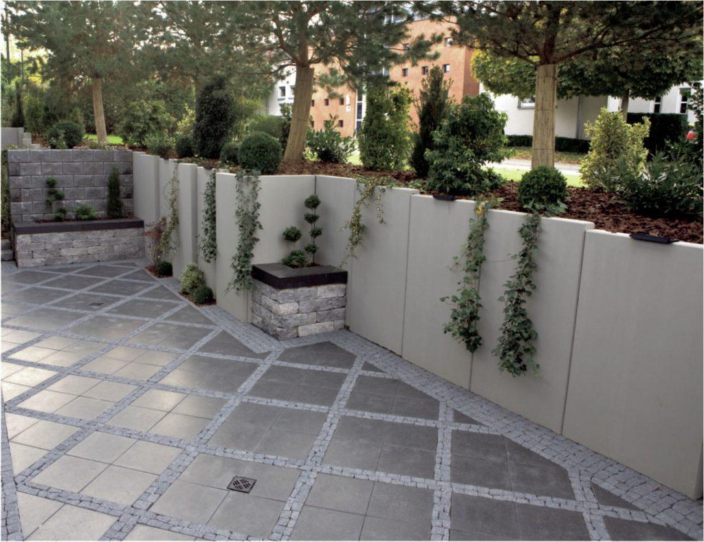 stuetzwinkel aus beton im Garten