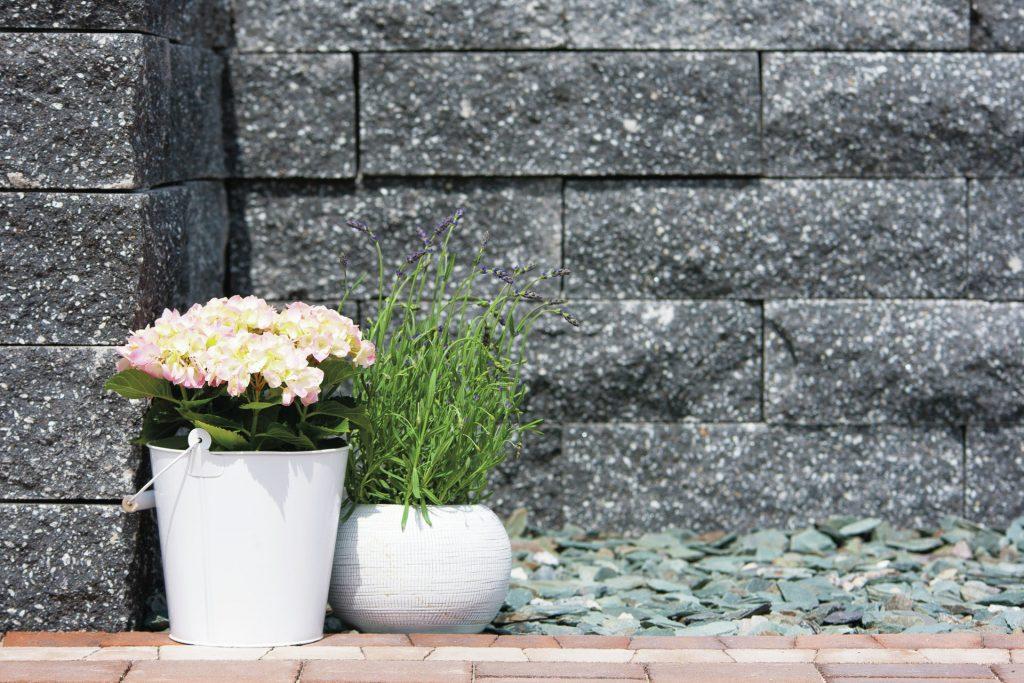 detail aufnahme gartenmauer beton