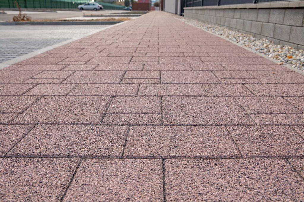 betonpflastersteine rutschhemmend aufgrund der Oberflächenstruktur
