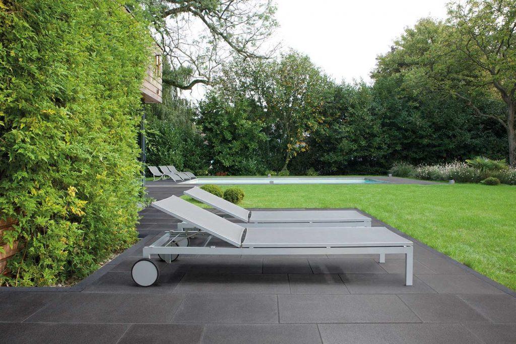 terrassenboden steinplatten im Garten