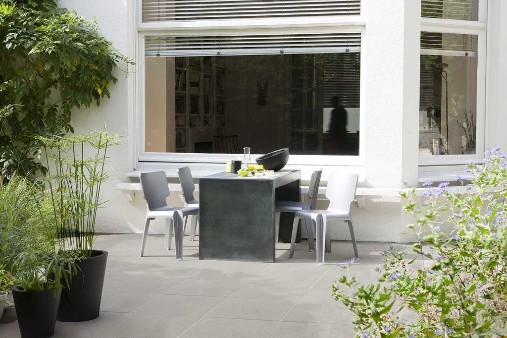 terrassenboden steinplatten auf Terrasse