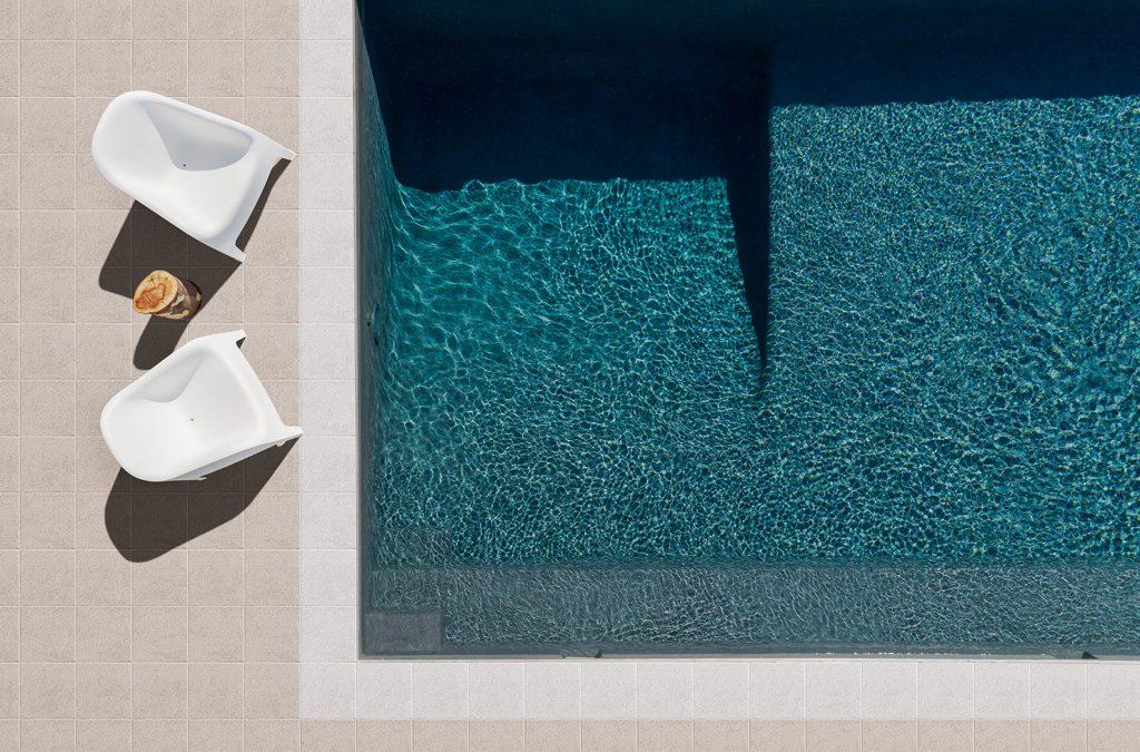 betonplatte farbe diamant um einen pool
