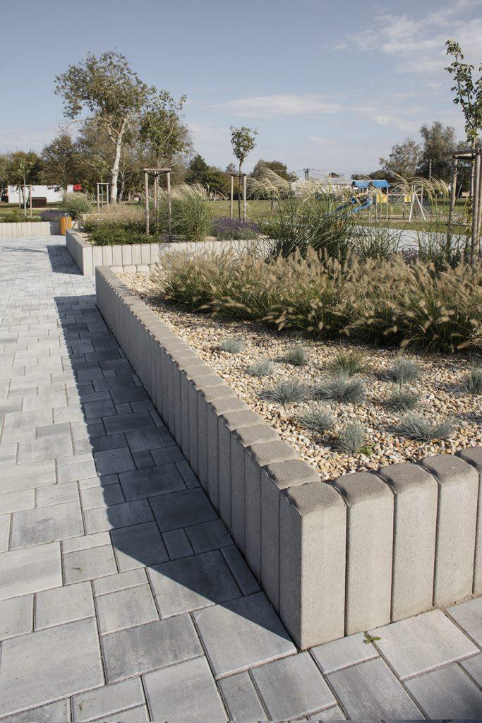 betonpalisaden im park