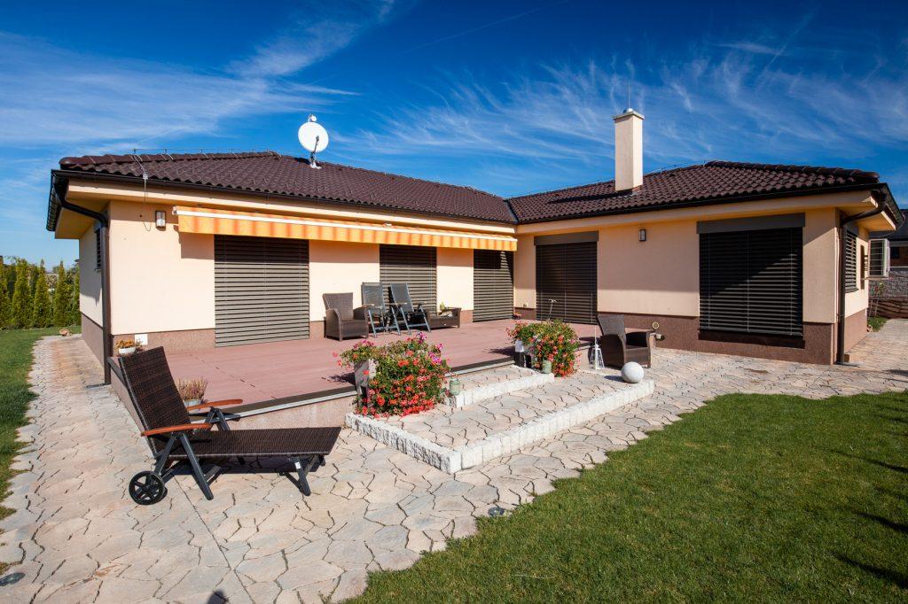 terrasse mit poligono pflastersteinen