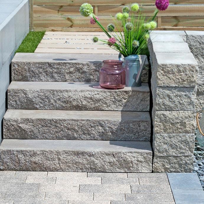 betonblockstufen in farbe grau
